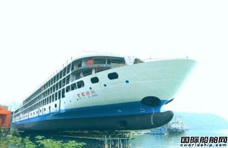 """川船重工建造长江最大豪华游轮""""世纪绿洲""""号下水"""