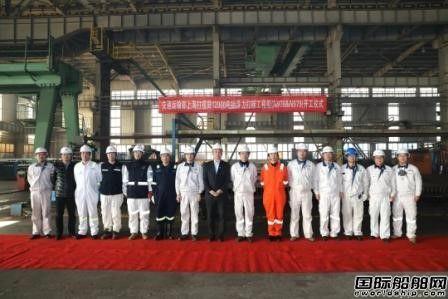 大连中远海运重工2艘12000吨抬浮力打捞工程船同时开工