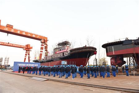 镇江船厂5000马力全回转拖轮顺利下水
