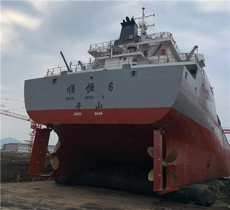 东红船业一艘8600吨散货船顺利下水