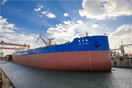 北船重工为中远海运散运建造首制21万吨散货船出坞