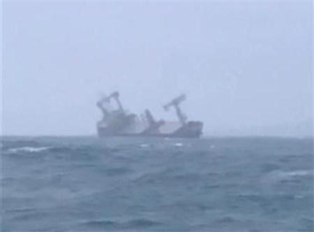 一艘巴拿马籍货轮在越南海域沉没15名船员遇险