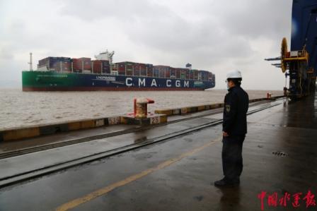 宁波舟山港迎来首艘载用LNG动力燃料集装箱船靠泊