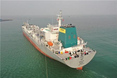 京鲁船业一艘22200吨散装水泥船交付离港