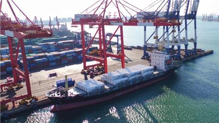 山东港口打造多式联运新模式日本龙口LNG罐箱首航