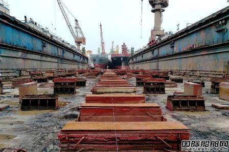"""广东中远海运重工高质量完成""""成都""""轮进出坞"""