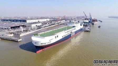 金陵船厂两型滚装船接力试航