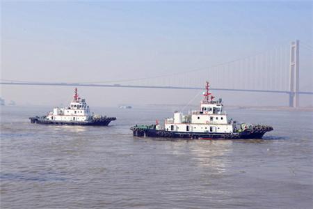镇江船厂顺利交付2艘消拖两用全回转船
