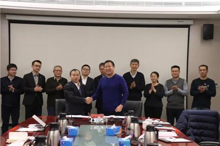 青岛造船厂与七�八所合作打造5900TEU集装箱船典范项目