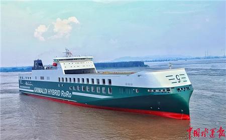 扬州海事局保障三艘新造船安全离泊试航
