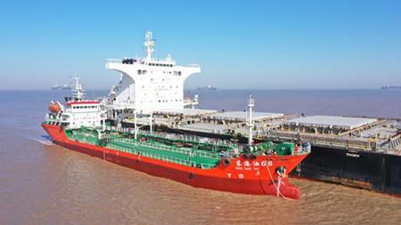 舟山北部港区首开保税船用油加注业务