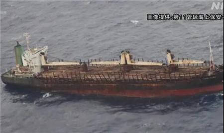 一艘货船突发大火船体进水14名中国船员遇险
