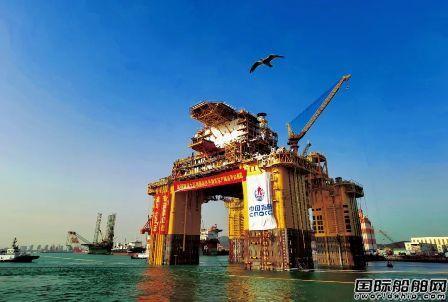 全球首座10万吨级深水半潜式生产储油平台交付启航