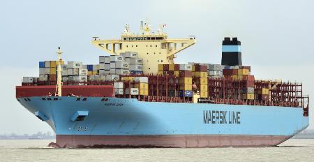 马士基一艘船遭遇恶劣天气大量集装箱丢失损毁