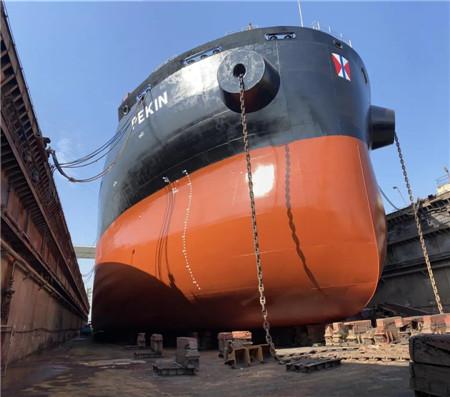 """广东中远海运重工首次在""""飞龙山""""浮船坞完成有机硅油漆施工"""