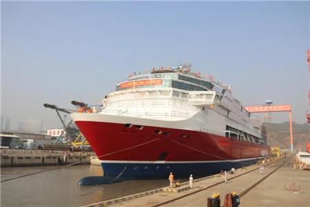 厦船重工首制2800客邮轮型客滚船顺利出坞