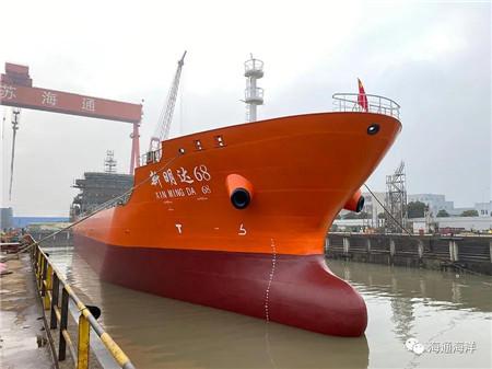 江苏海通一艘成品油船顺利下水
