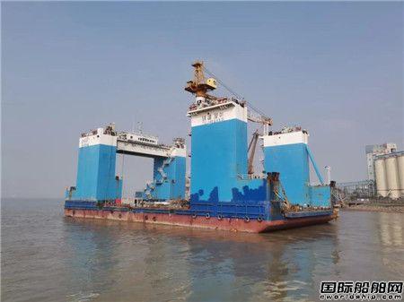 """南通中远海运船务""""铁建潜01""""改装坐地式风电安装船进坞"""