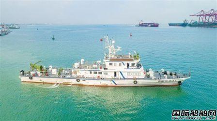 南方电网公司首艘自主建造海底电缆运维船作业