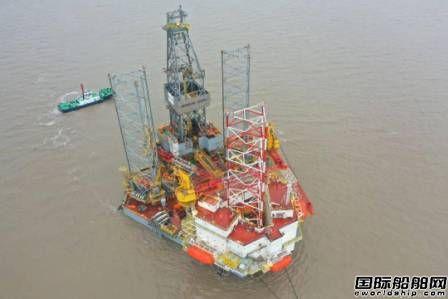 外高桥造船一座自升式钻井平台拖航至外高桥海工