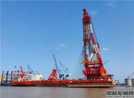 """振华重工建造全球最大单臂全回转起重船""""振华30""""轮完成吊重试验"""