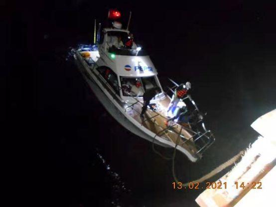 """Seaspan Amazon""轮协助一艘中国游艇脱险"