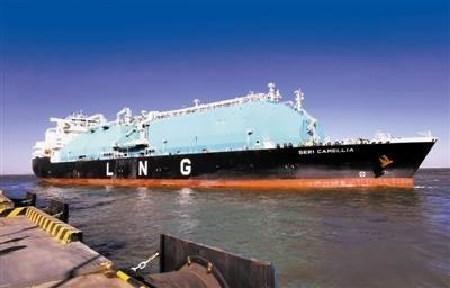 """""""坚决""""号LNG船从中石化天津LNG码头离泊"""