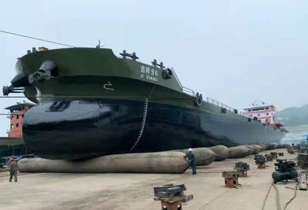 泸州江运船厂建造6000吨级散货船下水