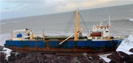 一艘货船爱尔兰海域搁浅一年多