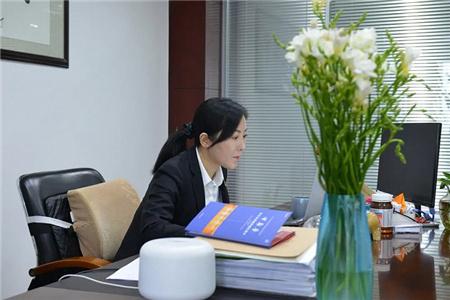 张凌,她和小伙伴卖了10000艘船