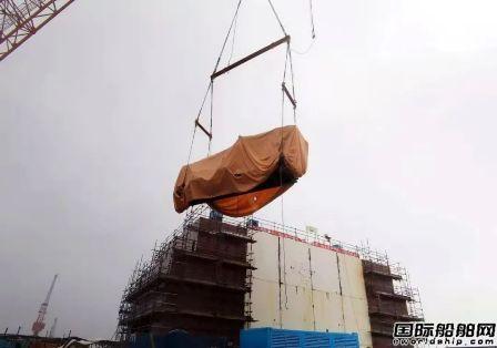 """上海中远海运重工提前完成""""猎鹰""""轮主发电机吊装工程"""
