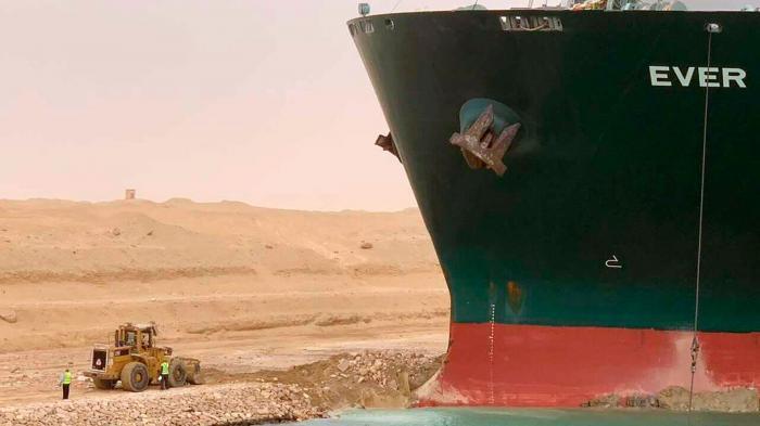 """苏伊士运河""""堵船""""第4天:206艘船被困亚欧航线瘫痪或持续数周"""