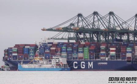 """亚洲首例!""""FueLNG Bellina""""号完成船对集装箱船LNG燃料加注作业"""