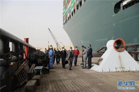 埃及总统下令:准备减轻搁浅货轮的负荷