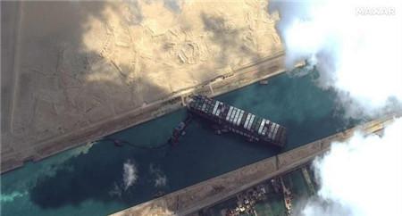 """打捞队如何开展苏伊士运河""""堵船""""救援工作"""