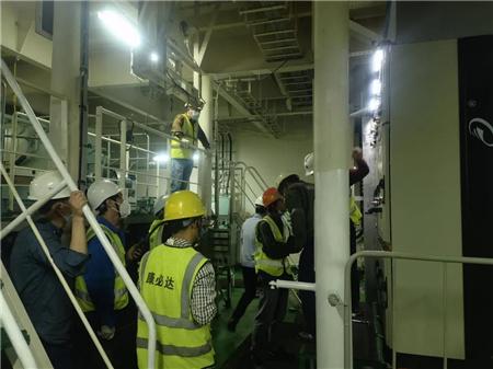 中远海运集运首艘岸电改造内贸集装箱船接驳岸电成功