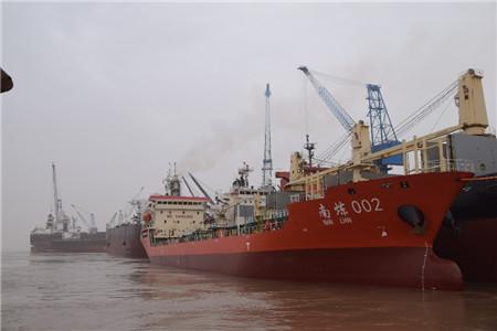 华丰船舶同日完成4艘船维修完工交付
