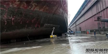 上海中远海运重工超高压水除锈作业取得新突破