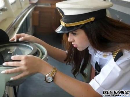 """美女船长躺枪!被造谣成""""长赐""""轮搁浅元凶"""