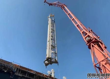 沪东中华LNG-FSRU2号船泵塔吊装创新纪录
