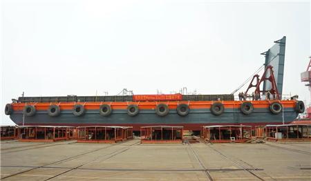 航通船业49.8米甲板驳2号船顺利下水