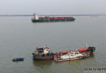 一艘散货船与集装箱船广州海域相撞沉没13人获救