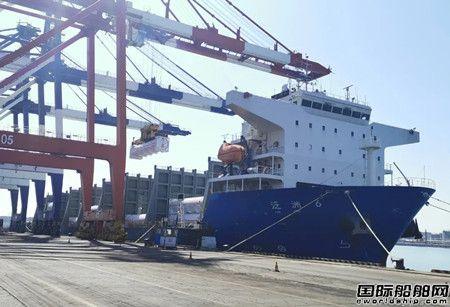 """""""泛舟6""""轮载运205个LNG罐箱靠泊烟台龙口港"""