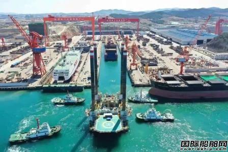 威海金陵完成客滚船建造和平台改造项目拼坞