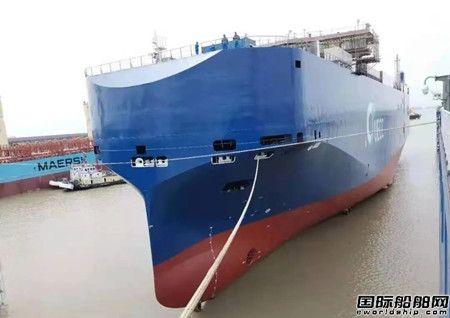 江南造船首制3600车汽车运输船浮船坞成功下水