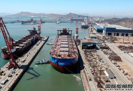 渤船重工建造32.5万吨矿砂船4号船提前实现下水节点