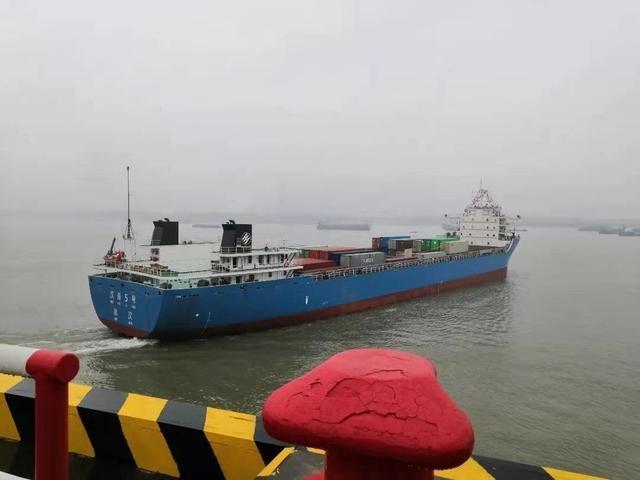 """""""汉海5号""""单航次运输首次突破700标箱"""