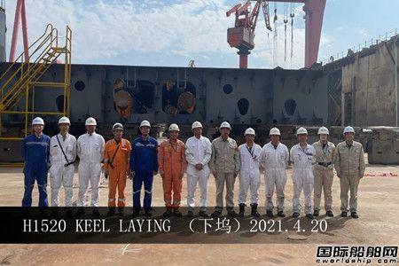 外高桥造船两艘21万吨散货船同日下坞