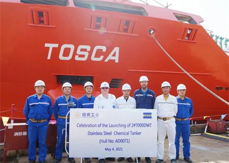 扬州金陵第二艘7000吨双燃料化学品船顺利出坞