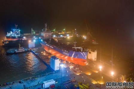 启东中远海运海工首次采用SPMT方式完成N886项目下水